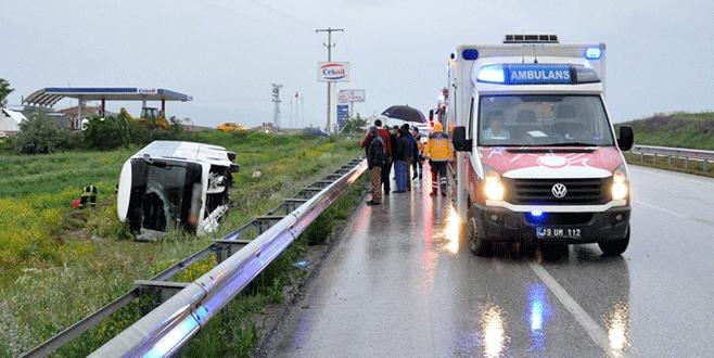 Yolcu otobüsü tarlaya devrildi: 21 yaralı