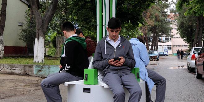 Bursalı liseli öğrencilerden şarj istasyonu projesi