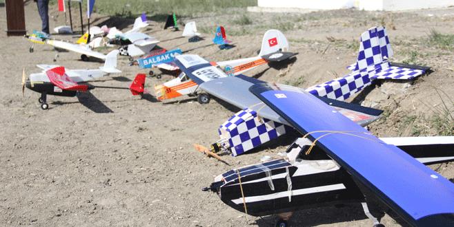 Model uçaklar, Bursa'da yarıştı