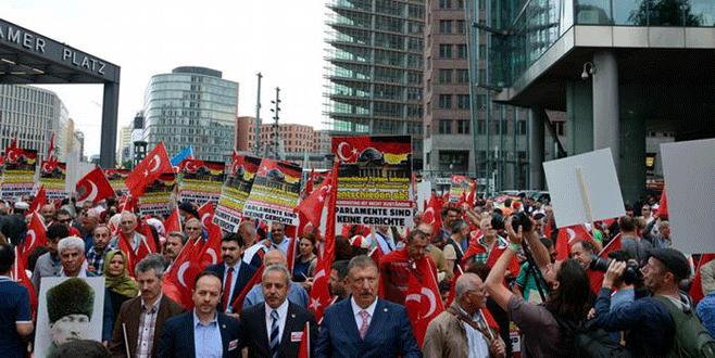 Gurbetçiden 'soykırım' protestosu