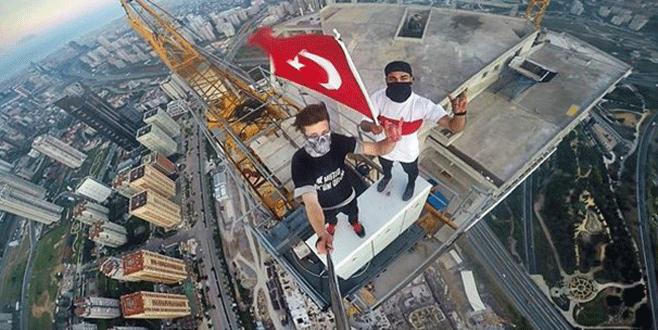 Son 'selfie'sinde yere çakıldı!