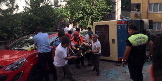 Yolcu minibüsü devrildi; 10 yaralı