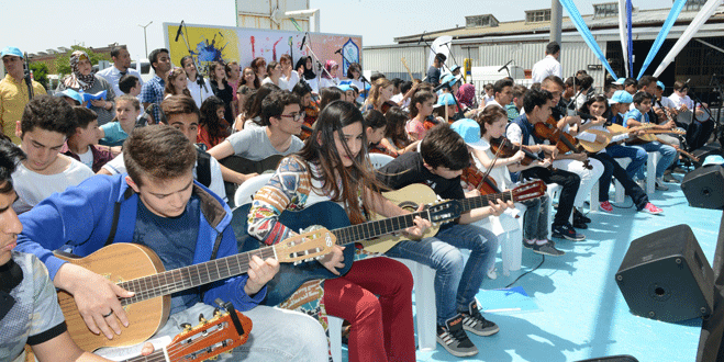 Geleceğin müzisyenleri 'Sevgi Akademisi'nde yetişiyor