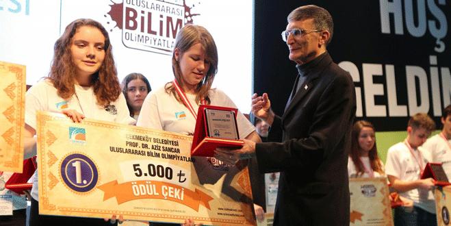 Nobelli Sancar'dan Emine Örnek'e ödül