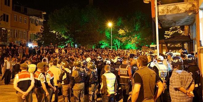 Türk bayrağı yakıldığı iddiası bir ilçeyi ayağa kaldırdı