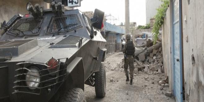 Askeri aracın geçişi sırasında patlama: 12 yaralı