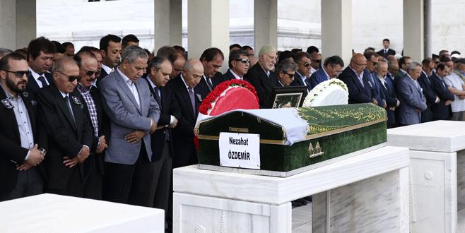 Nihat Özdemir'in annesi toprağa verildi