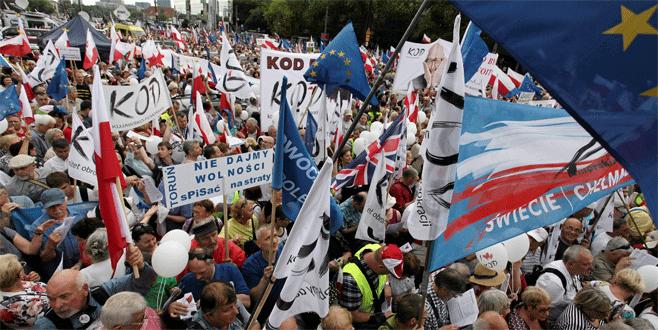 Reformlar protesto edildi