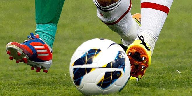111 saat futbol oynayarak rekor kırdılar