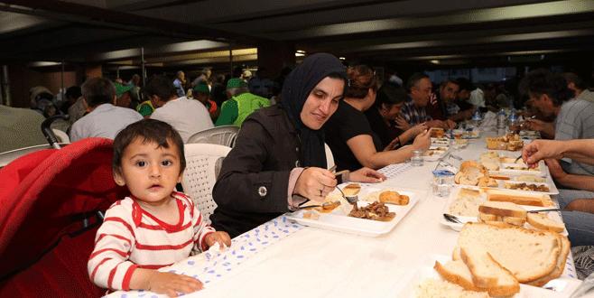 Aşevinde 'ilk iftar' coşkusu