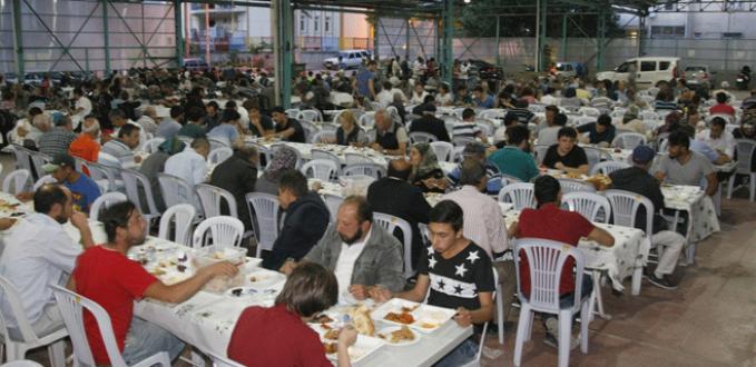 Orhangazi'de iftar sofrası