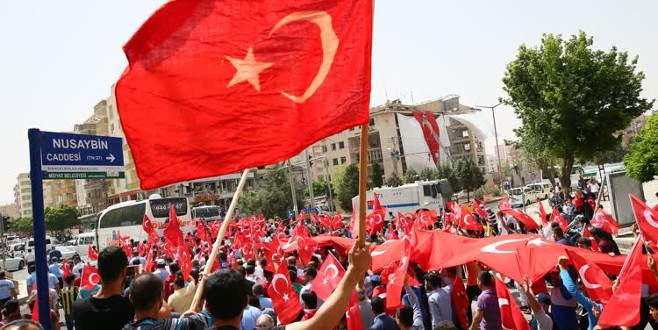 Midyat'ta halk teröre karşı sokağa döküldü