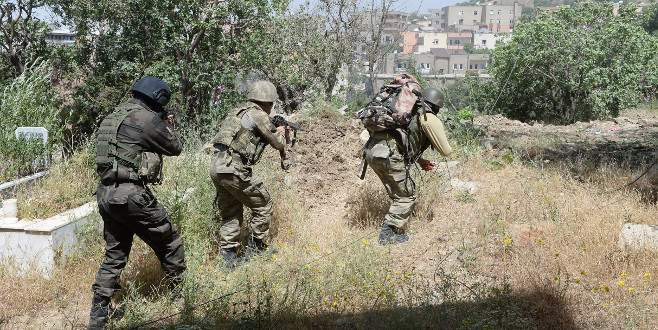 PKK'lılar mezarlığa bile patlayıcı döşemiş