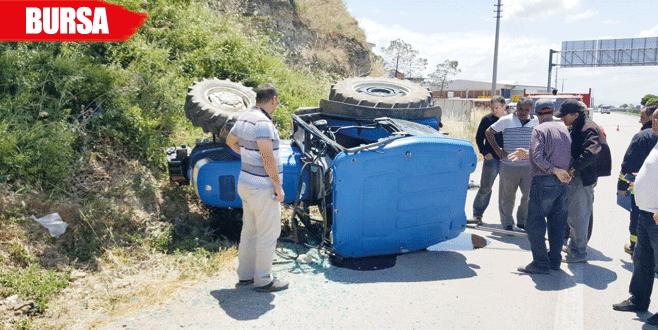 Devrilen traktörde iki yaralı