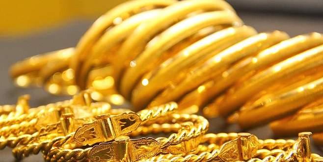 Altın bir ayın zirvesine çıktı