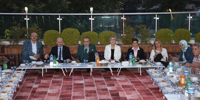 AK Parti'de teşkilat iftarları sürüyor