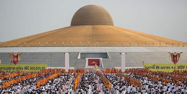 Tayland'ın en büyük tapınağına polis baskını