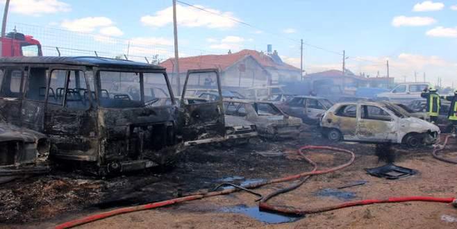 Otoparktaki yangın 70 aracı küle çevirdi