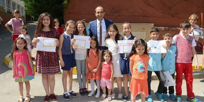 Başkan Edebali çocukların karne sevincine ortak oldu