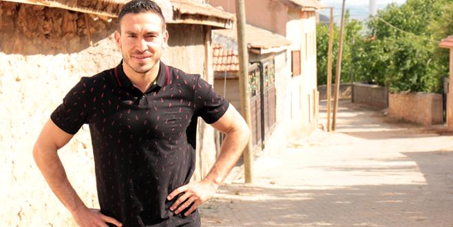 Mevlüt Erdinç köyünde tatil yapıyor