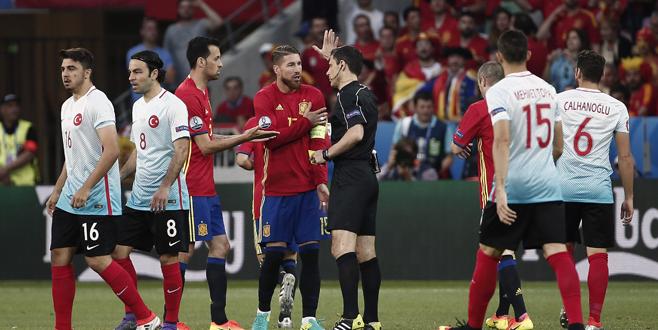 İspanya – Türkiye maçından kareler