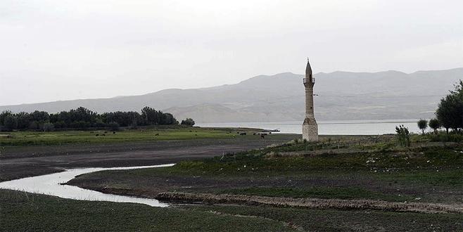 'Yalnız minareler' zamana direniyor