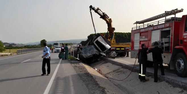 Bursa'da feci kaza: 2 ölü, 1 yaralı