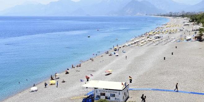 Konyaaltı plajı bomboş
