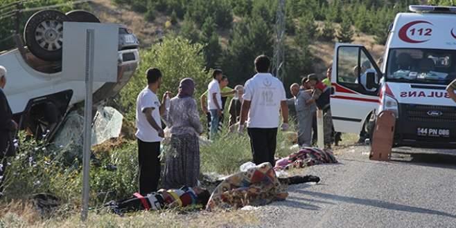 İşçileri taşıyan minibüs devrildi: 24 yaralı