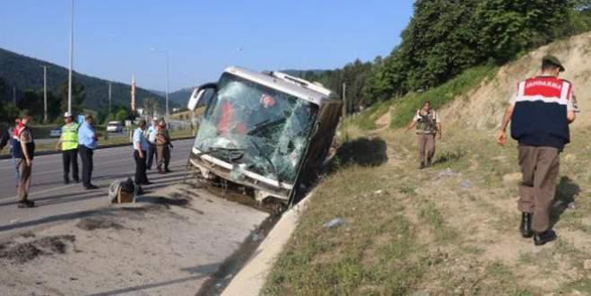 Yolcu otobüsü devrildi : 37 yaralı