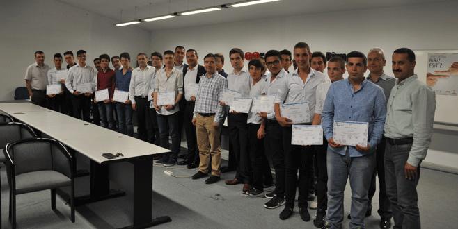 'Okulum Yetkili Serviste' mezunlarına sertifika