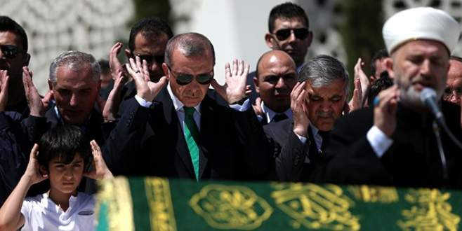Erdoğan ve Gül tabutu birlikte omuzladı