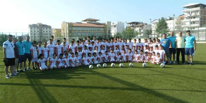 Emekspor'un futbolcu ordusu