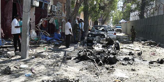 Mogadişu'da otele bombalı saldırı: 14 ölü