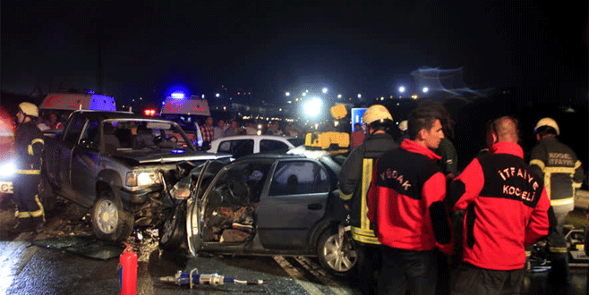 Zincirleme trafik kazası: 2 ölü, 10 yaralı