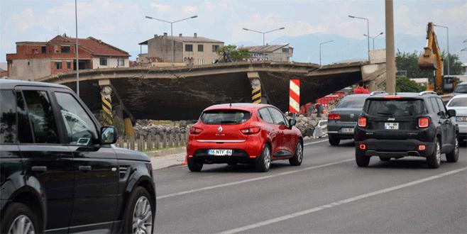 Mudanya Sapağı Köprülü Kavşağı yıkıldı