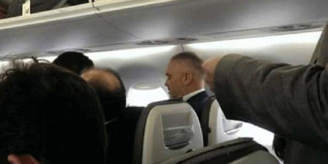 """Arnavutluk Başbakanı'nın uçağı saldırı anında iniş yapmış"""""""