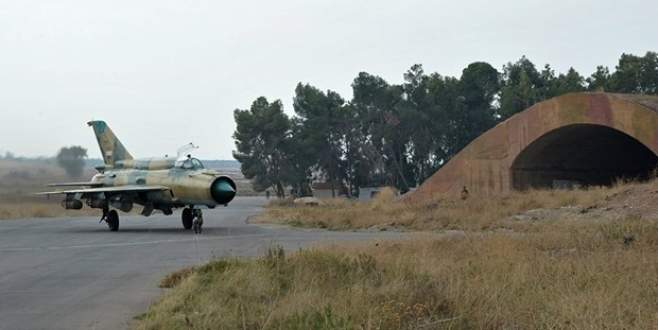 Suriye'de savaş uçağı düştü! Pilot esir alındı!