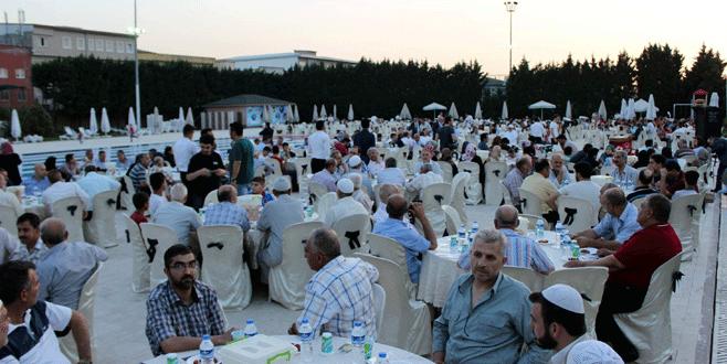 Bursa'da binlerce Suriyeli Kadir Gecesi'nde iftarda buluştu