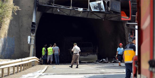 Tiner yüklü TIR tünel girişine çarptı: 5 ölü