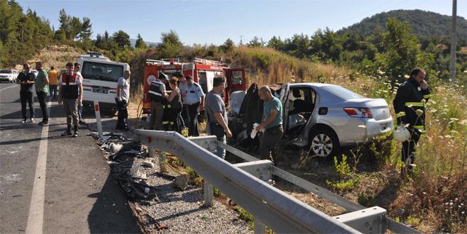 Ciple otomobil çarpıştı: 2 ölü, 6 yaralı