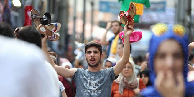 Bursa'nın tarihi çarşılarında bayram yoğunluğu