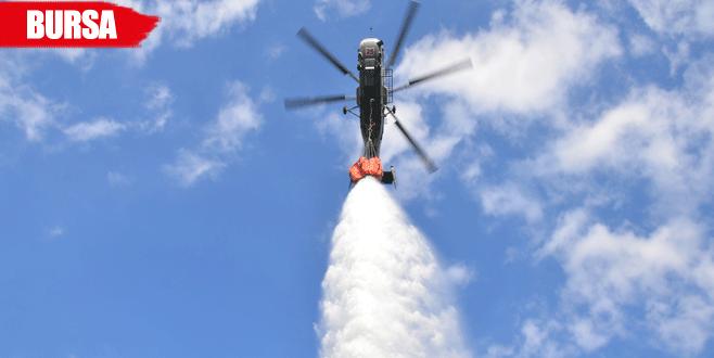 Yangın söndürme helikopteri altında soğuk duş