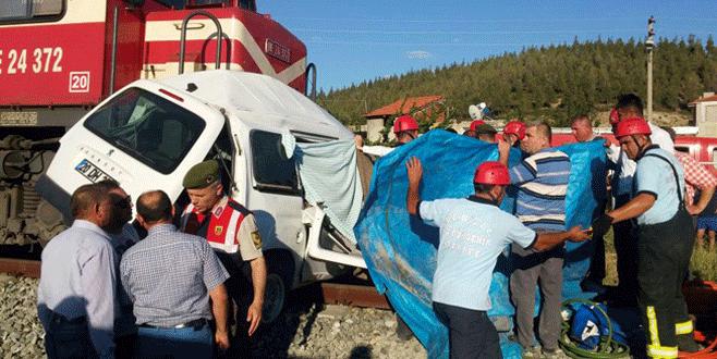 Hemzemin geçitte kaza: 4 ölü
