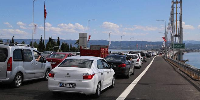 Osmangazi Köprüsü'nde 'merak' yoğunluğu