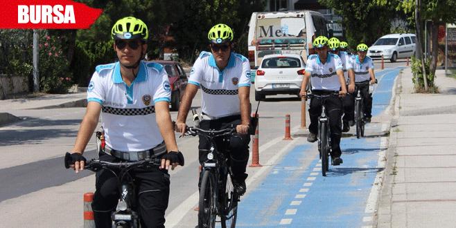 Bisikletli polisler engellilerin gören gözü oldu