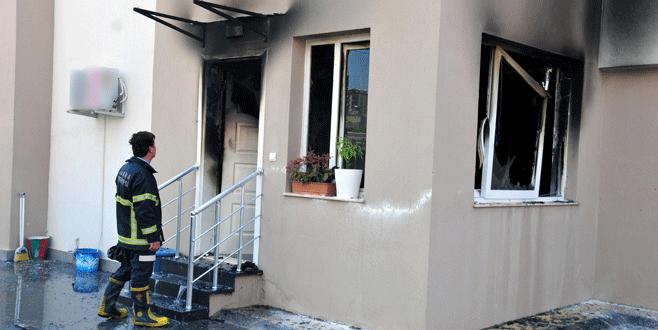 Yöneticiye kızıp evini yaktı