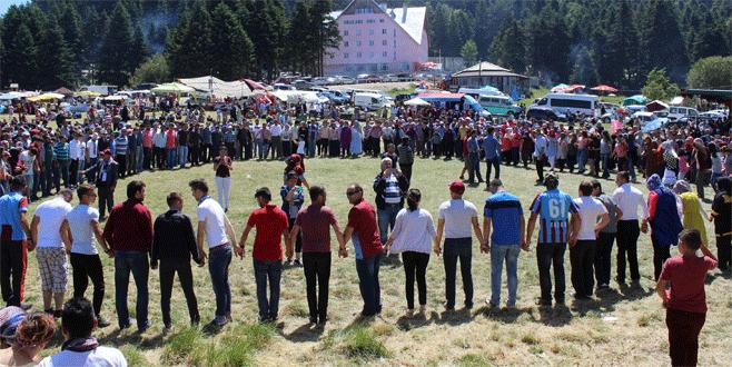 Bursa'da 10 saat hiç durmadan horon teptiler