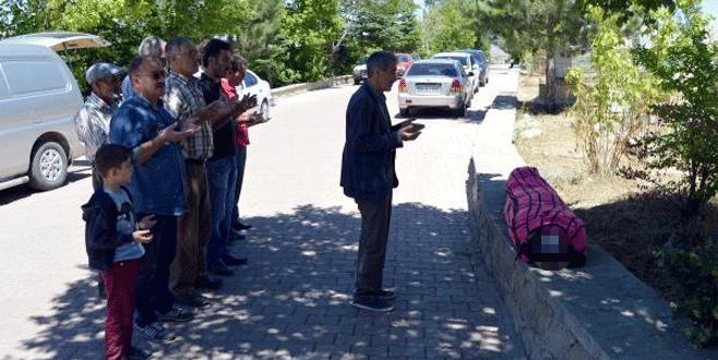 Üç polisi şehit eden gence 'tabutsuz' cenaze namazı