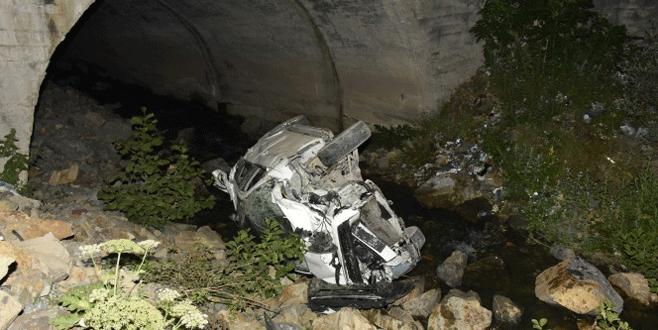 Araç dereye yuvarlandı: 7 yaralı